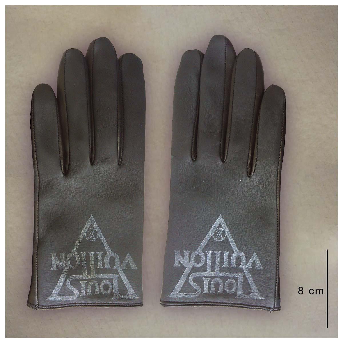 Vuitton, défilé 2019Styliste Nicolas GhesquièreAérographe sur gants de cuir